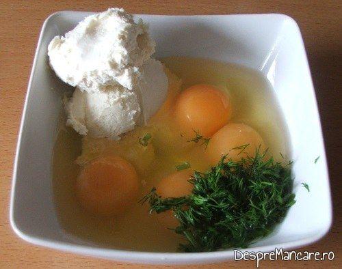 Oua de gaina, smantana grasa si marar verde, tocat marunt pentru creier de porc cu porcarele, cascaval si parmezan, la cuptor.