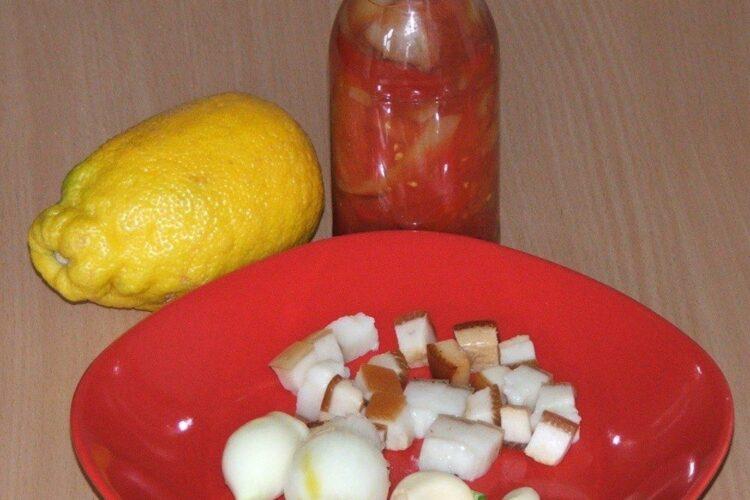 Ingrediente folosite pentru spaghete cu sos de urzici si peste prajit.