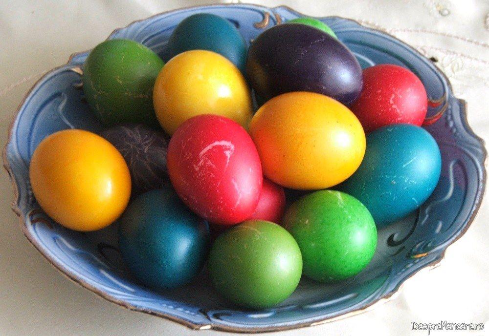 Oua vopsite pentru sarbatoarea de Paste.