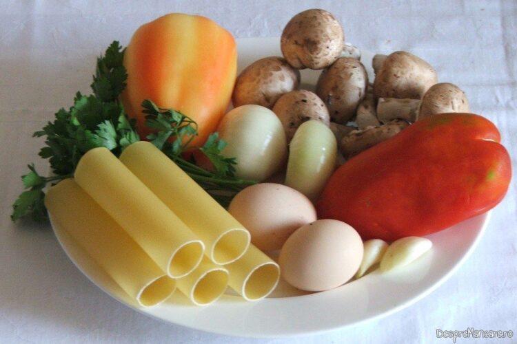 Ingrediente pentru cannelloni umplute cu ciuperci, servite la somon pregatit la cuptor.