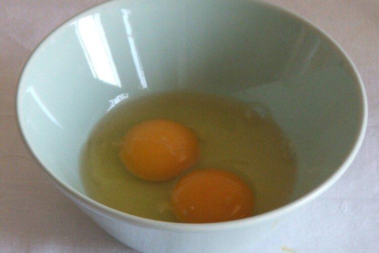 Oua de gaina pentru umplutura la cannelloni.