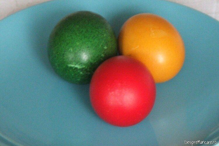 Oua de toate felurile, fierte tare/ cleioase si vopsite.