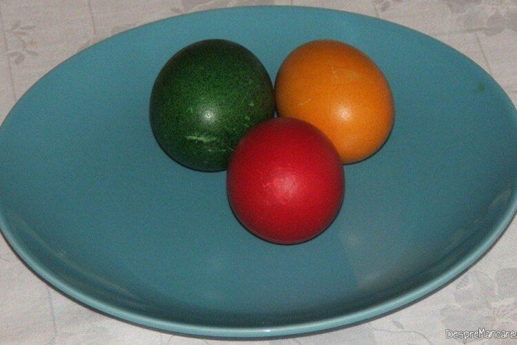 Oua vopsite pregatite pentru o reteta speciala.