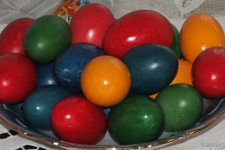 Oua de curca, rata si gaina vopsite pentru sarbatorile pascale.
