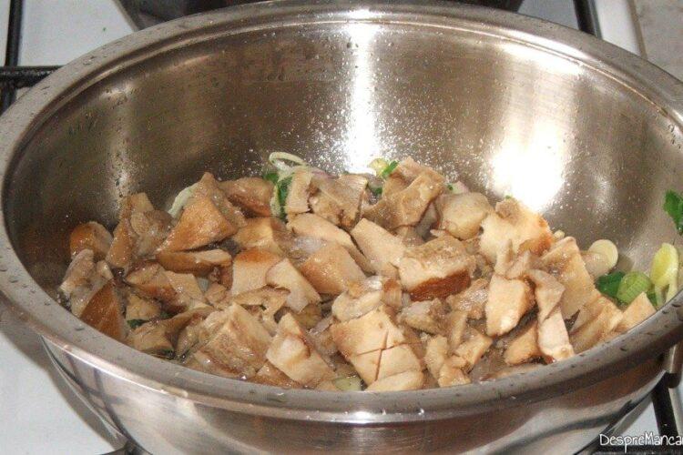 Calire ciuperci inghetate impreuna cu legumele pentru paste Panzerotti umplute cu crab plus creveti in sos de praz, ciuperci si smantana.