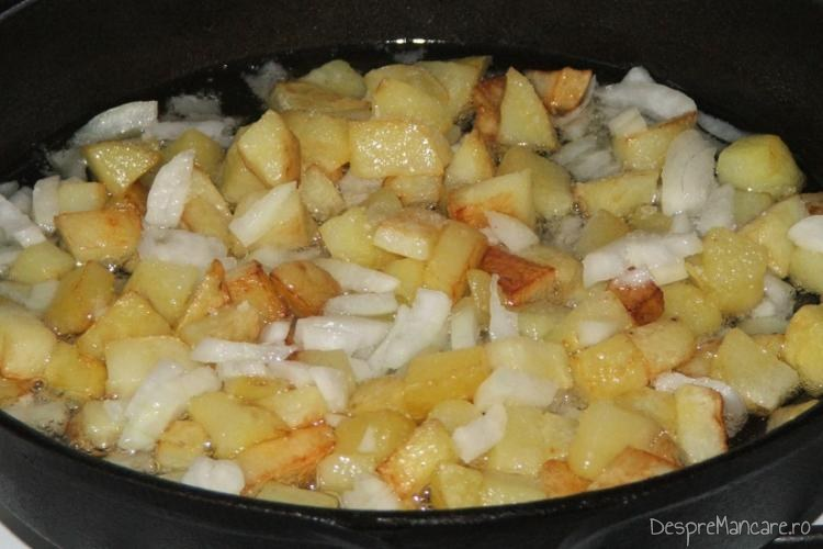 Rumenire cartofi noi, taiati in cuburi in amestecul de prajire.