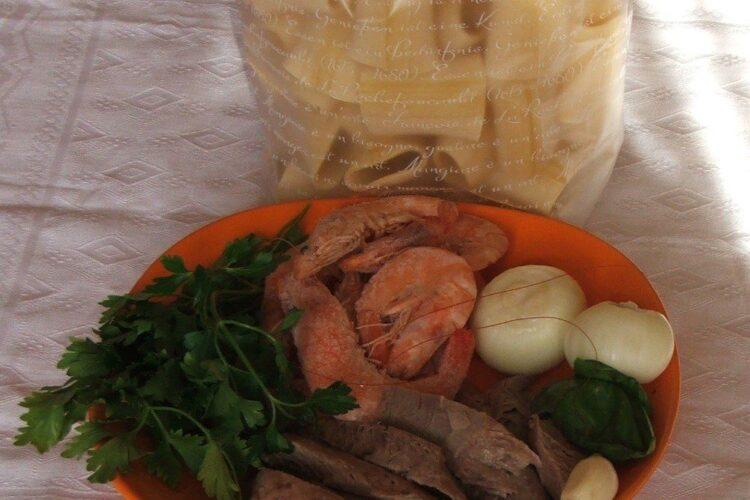 Ingrediente de trebuinta pentru paste Paccheri Giganti cu creveti in sos de rosii.