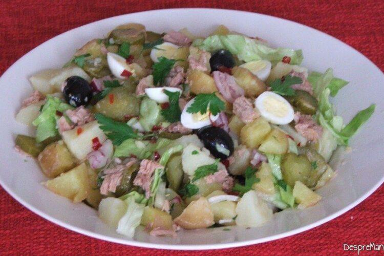 Asamblare ingrediente pentru salata orientala cu ton si oua de prepelita.