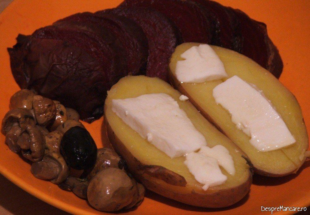 Cartofi copti cu unt sfecla si ciuperc