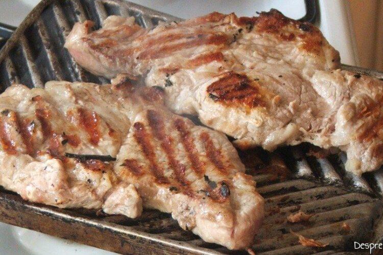 Ceafa de porc pregatita pe gratar din tuci.