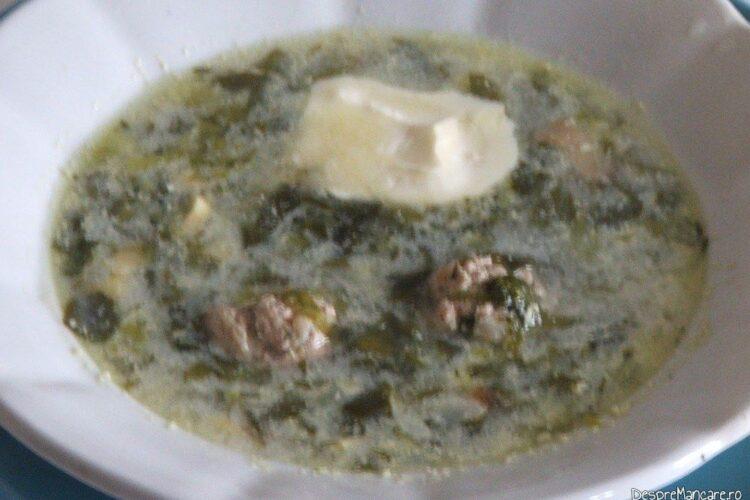 Ciorba de salata cu perisoare si omleta.