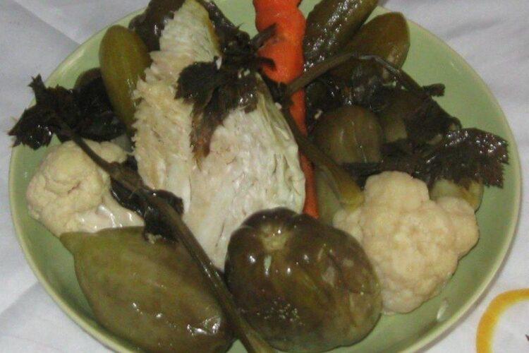 Muraturi taranesti servite la oua de prepelita in cuib de carne tocata.