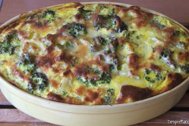 Sufleu de brocoli si cartofi. Preparatul este copt.