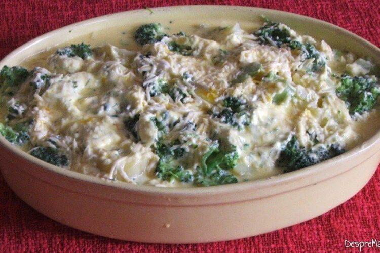 Sufleu de brocoli si cartofi. Preparatul este pregatit pentru a fi introdus la coacere in cuptorul bine incins al aragazului.