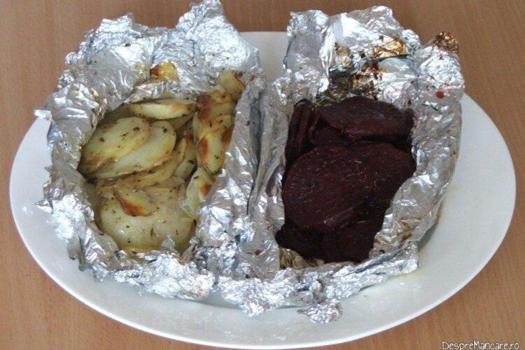 Cartofi si sfecla rosie, garnitura gata pregatita pentru pulpa de porc macerata si legume in folie, la gratar.