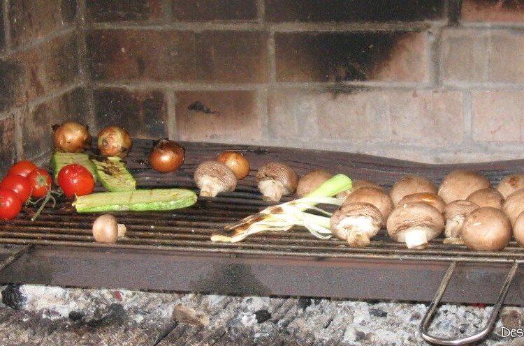 Frigere ciuperci si legume pe gratar.