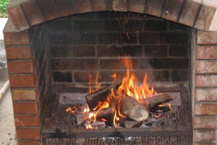 Pregatire gratar pentru frigere pulpa de miel macerata, legume si ciuperci.