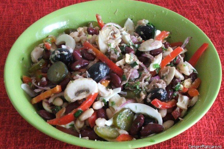 Salata de fasole boabe, ciuperci crude, peste de la conserva, masline, ou fiert.
