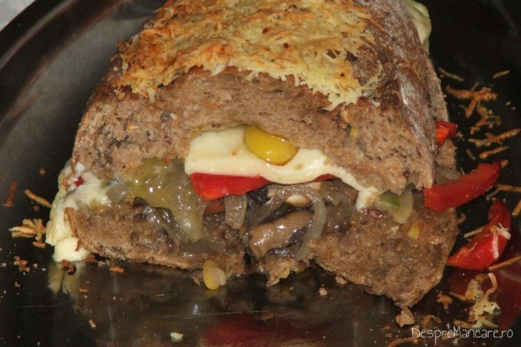 Bagheta umpluta cu te miri ce este gata pentru servire.