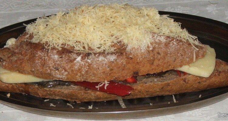 Bagheta umpluta cu te miri ce pregatita pentru coacere.