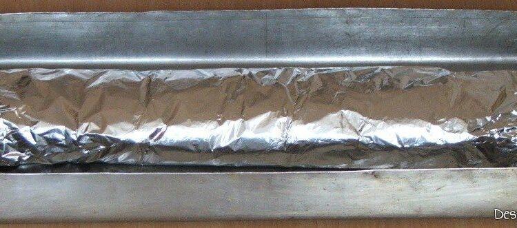 Rulada din piept de curcan cu spanac pregatita pentru coacere.