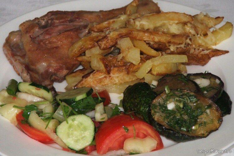 Pulpe de rata cu cartofi prajiti si salate de sezon.