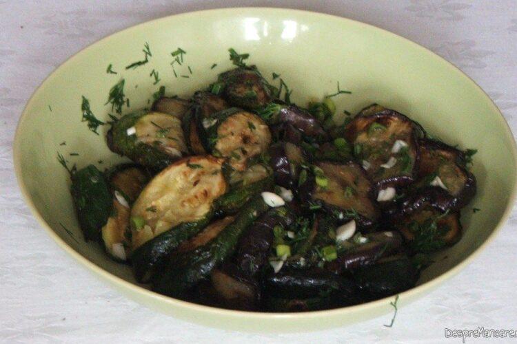 Salata de vinete si dovlecei, prajite(i), cu usturoi verde, ulei de masline, otet balsamic, sare grunjoasa si verdeata.