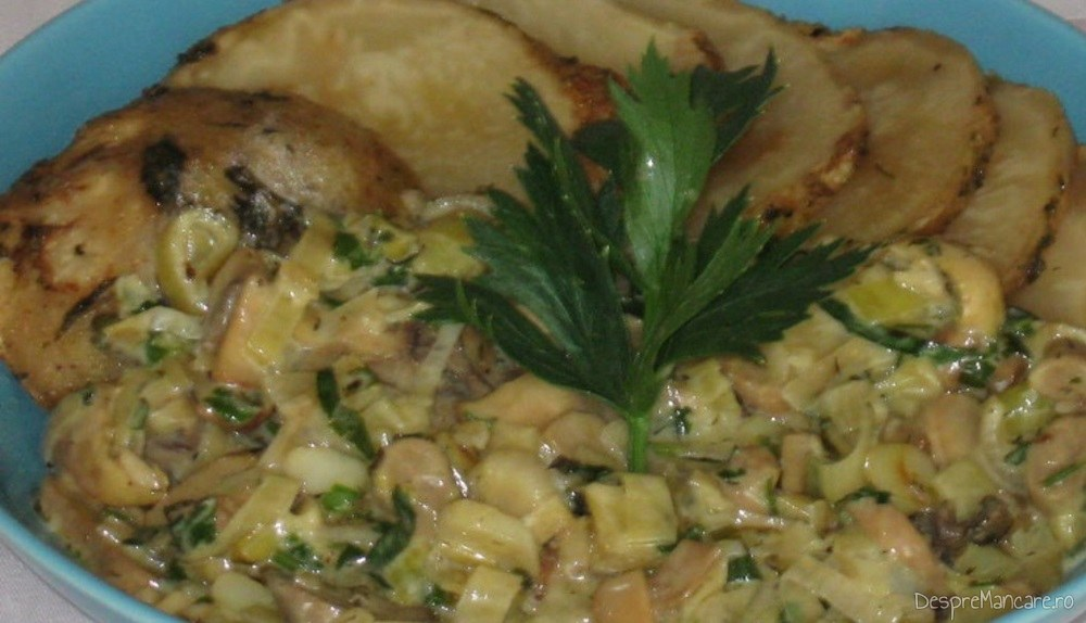 Telina coapta cu sos de praz, ciuperci si smantana.