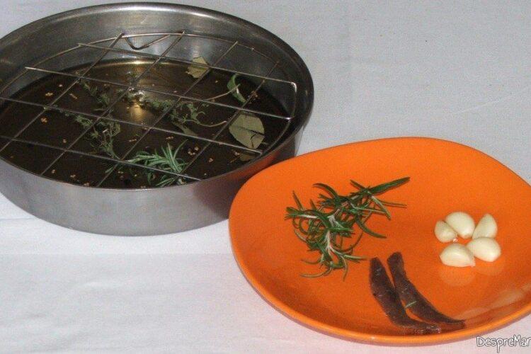 Pregatire tava de copt pentru pulpa de miel impanata cu ansoa, cu garnitura de galbiori.