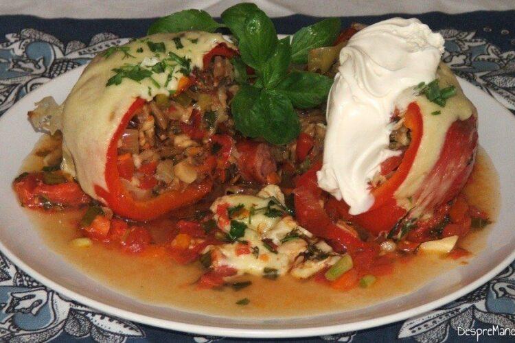 Ardei umpluti cu legume si ce mai ai prin frigider - prezentat in toata splendoarea sa culinara.