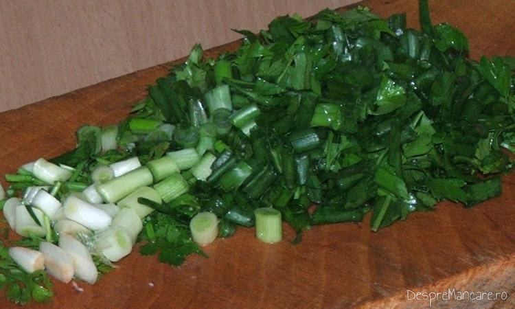 Verdeata tocata marunt pentru ardei umpluti cu legume si ce mai ai prin frigider.