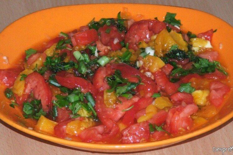 Rosii decojite si tocate marunt pentru sos la ardei umpluti cu legume si ce mai ai prin frigider.