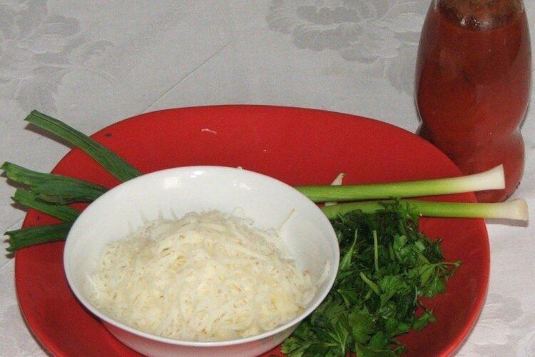Ingrediente pentru paste panzerotti umplute cu crab in sos de rosii.