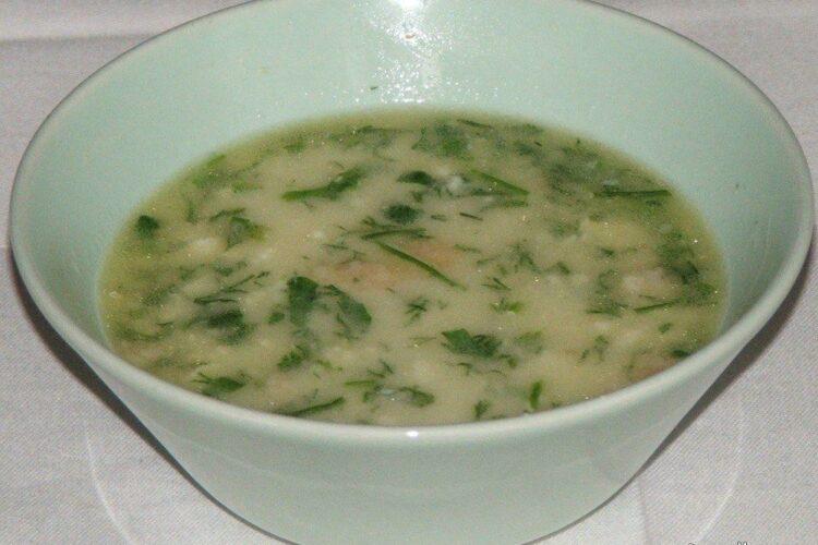 Mujdei de usturoi cu iaurt gras diluat cu zeama de burta, calda.