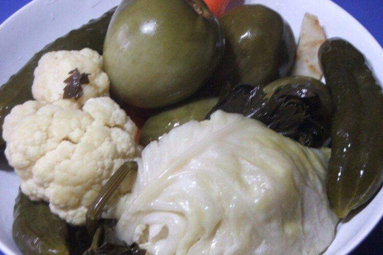 Muraturi taranesti servite la purcel la cuptor cu varza calita.