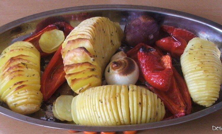 Garnitura pentru trunchi de platica cu cartofi zimtati la cuptor este gata pregatita.