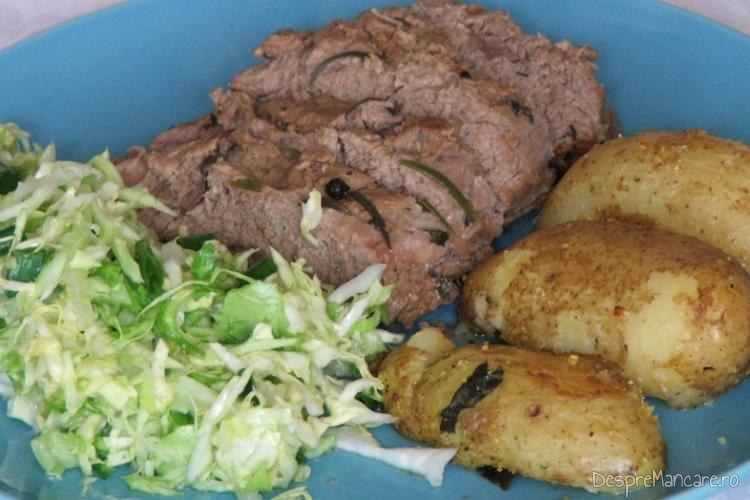 Vrabioara de vitel inabusita cu cartofi zdrobiti, la cuptor.