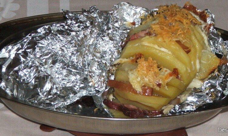Cartofii rosii zimtati si impanati sunt gata pregatiti.