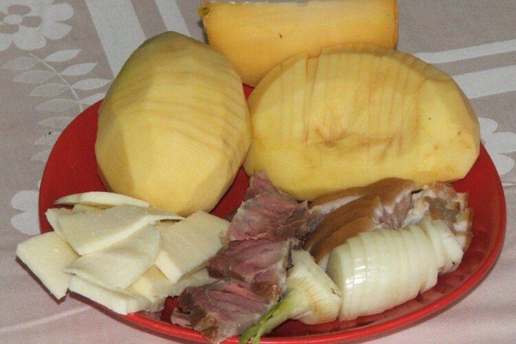 Ingrediente de trebuinta pentru cartofi zimtati, impanati.