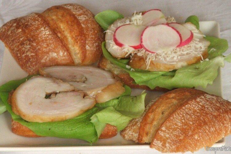 Pregatire pachetel cu felii de rulada din pecie de porc, coapta.