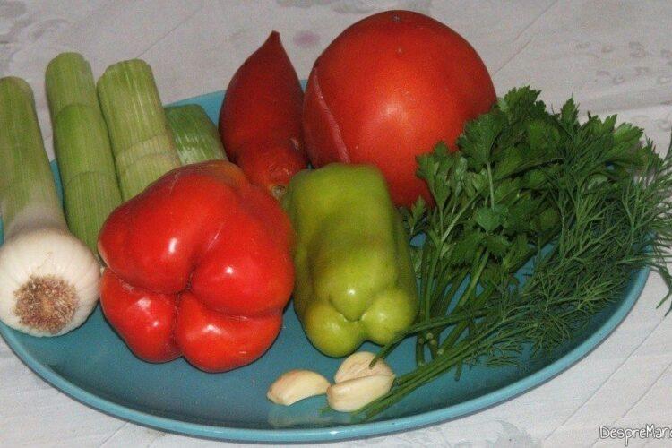 Ingrediente pentru mancare de praz cu masline.