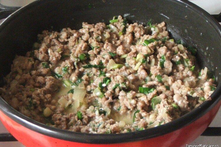 Carne tocata pregatita pentru impanat capatana de conopida fiarta.