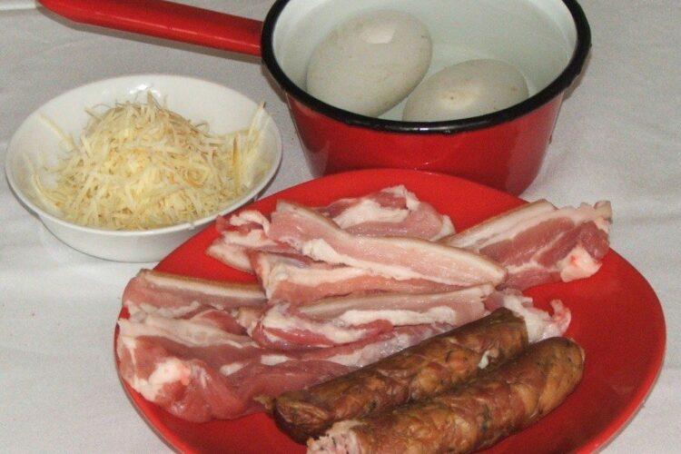 Ingrediente de trebuinta pentru porcarele cu cartofi prajiti si ou de gasca.