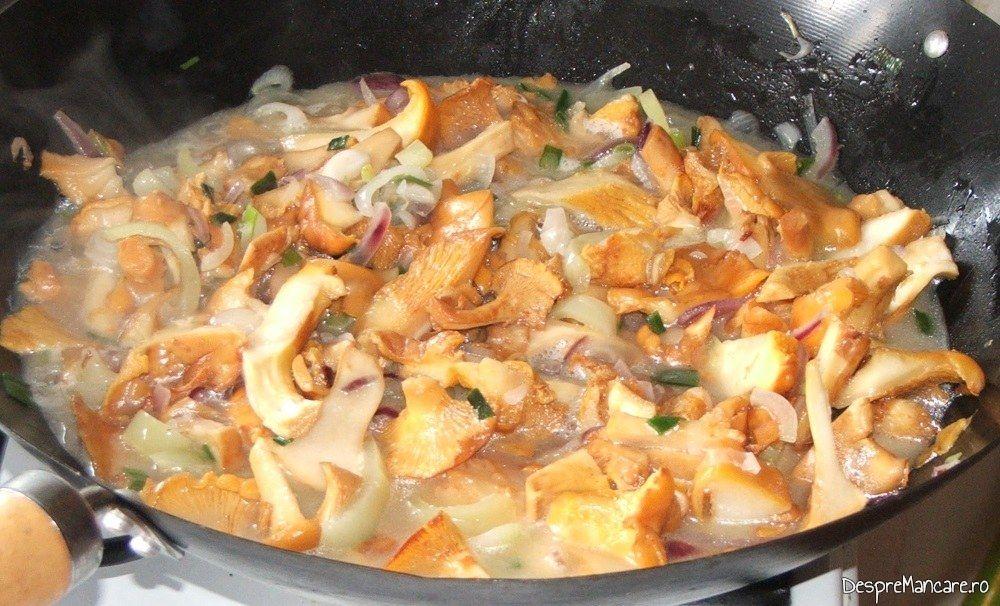 Calire galbiori impreuna cu ceapa, usturoi si ardei gras.