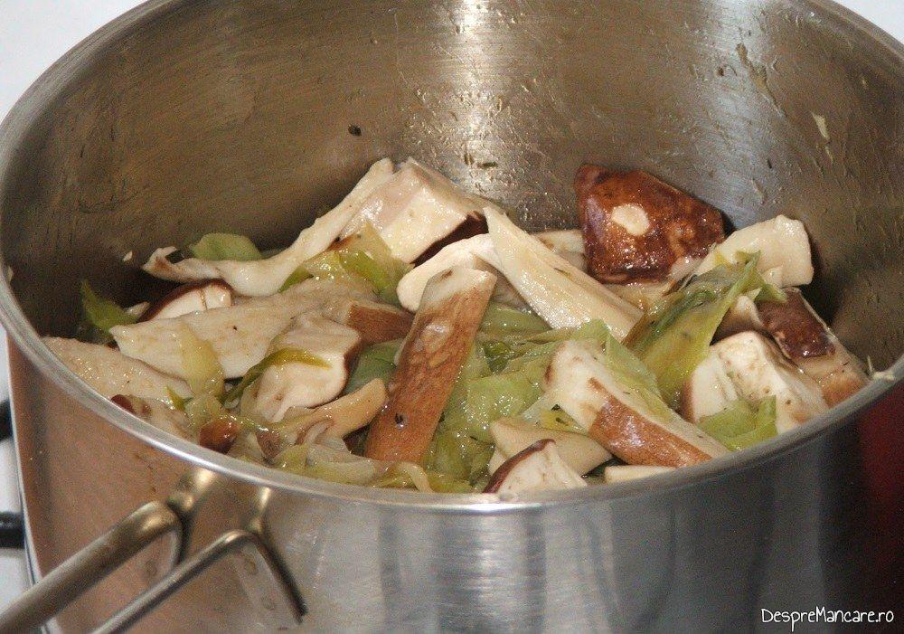 Calire manatarci impreuna cu praz in amestec de unt proaspat si ulei de masline extravirgin.