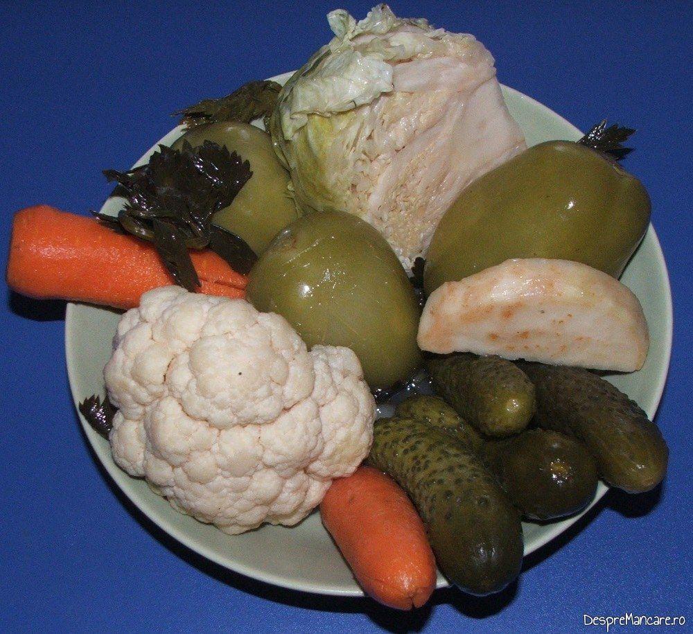 Muraturi taranesti servite la ciolan proaspat de porc inabusit in bere si copt in cuptor, cu fasole boabe.