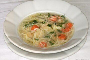 Supa din tartite de curcan cu fidea.