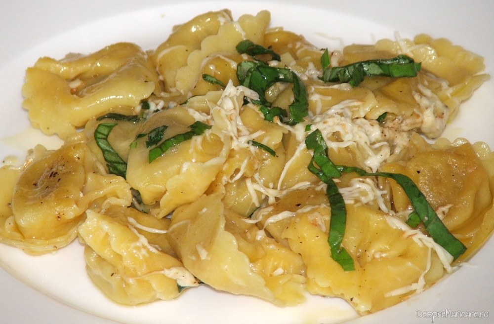 Tortelloni cu gorgonzola in sos de lamie si busuioc.